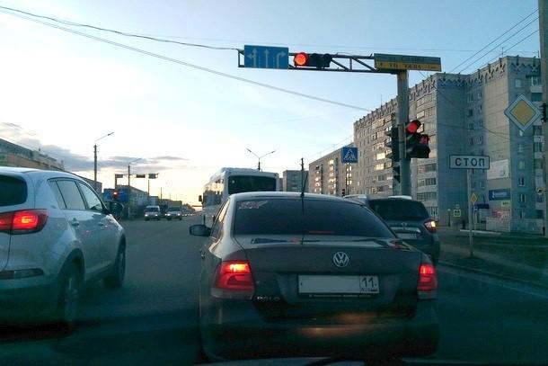 штраф за выезд на перекресток на красный свет