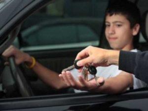 штраф за вождение машиной подростку