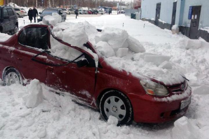 что делать, если снег упал на машину
