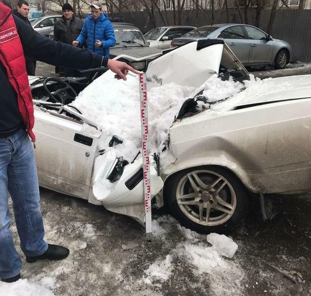 расследование упавшего снега с крыши на авто