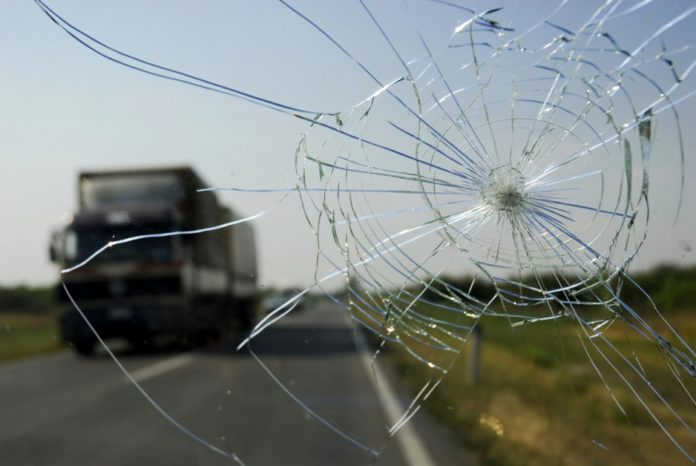 Трещина на стекле авто