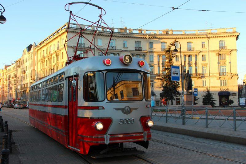 В каких случаях трамвай должен уступить дорогу