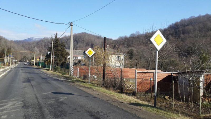 """Как ехать на дорожный знак """"Главная дорога"""""""