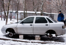 С машины сняли колеса